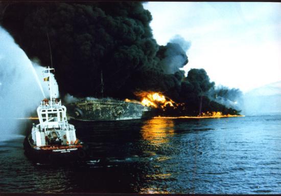 seawise-giant-bombardeado-por-irak-en-ormuz-14-mayo-1988.jpg