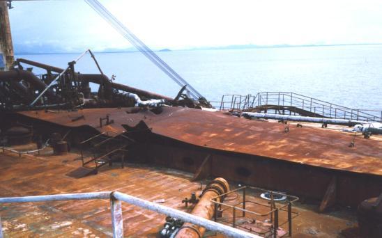 seawise-giant-una-de-las-bombas-penetro-en-cubierta-justo-en-frente-del-manifold-en-el-costado-de-babor.jpg
