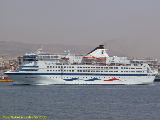 sea-diamond-departing-piraeus-23rd-march-2007.jpg