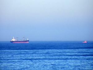 MV MASTER DAVIDOV remolcado por CHARUCA SILVEIRA
