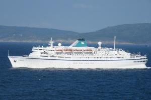 MS Athena saliendo del puerto de A Coruña