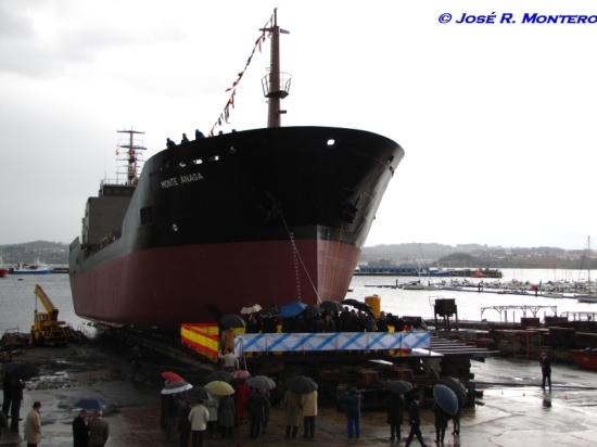 Ceremonia de amadrinamiento del buque.