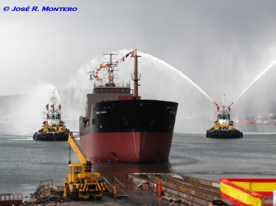 Remolcadores Sertosa Veintiseis y Sertosa Veintiocho saludando al buque